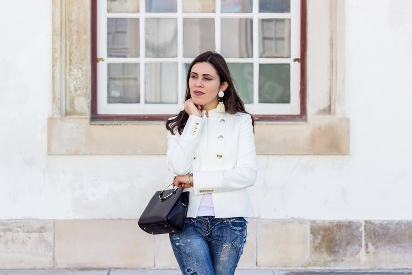 Le Fashionaire Old School fashion inspiration white military gold buttons zara new collection jacket black gold hoop zara bag white tassels brown mango bold earrings 2705 EN 805x537