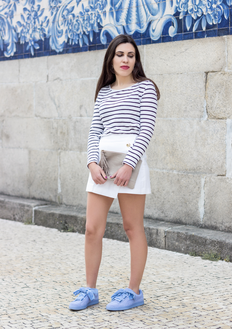 Le Fashionaire How to look chic in sneakers long sleeve white navy stripes stradivarius sweater white gold buttons zara shorts puma suede heart velvet ribbons lavender sneakers 0536 EN 805x1141