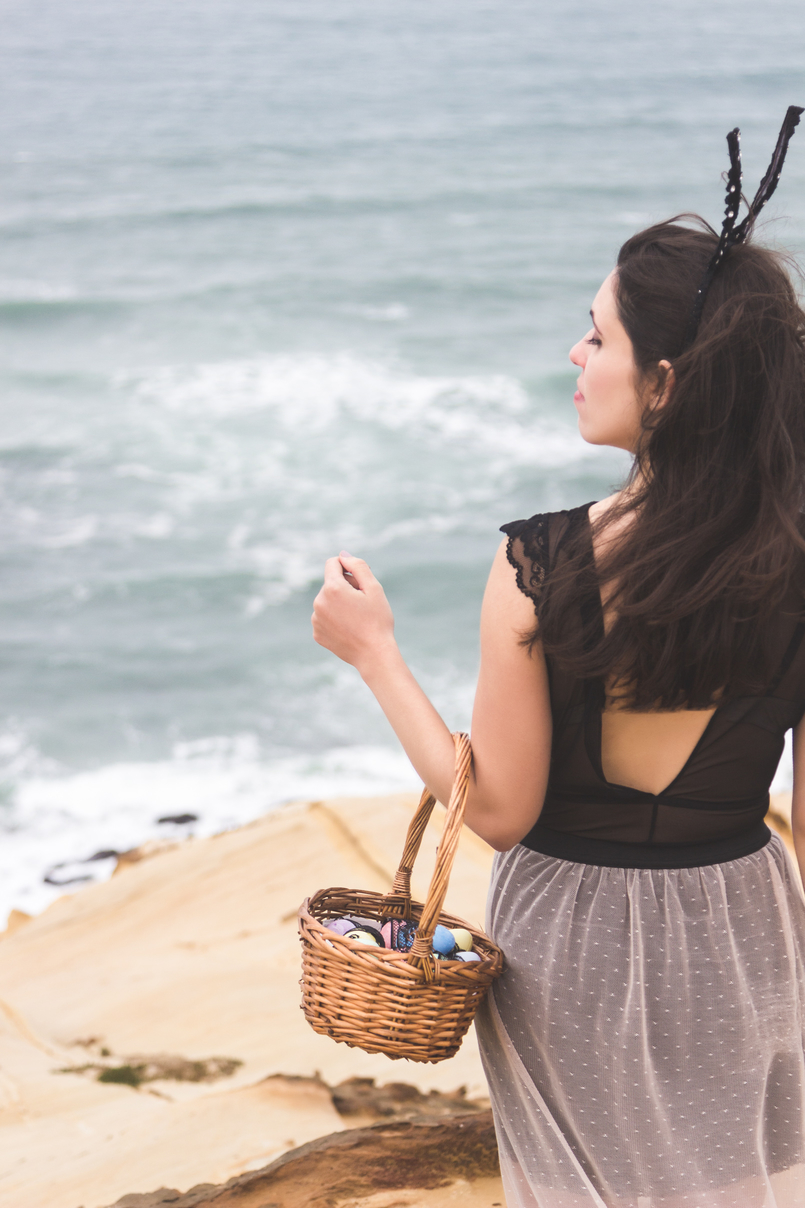 Le Fashionaire Boa Páscoa mar blogueira catarine martins saia comprida transparente rosa preta zara body renda preta hm orelhas coelho preto renda asos cesta ovos pascoa 9701 PT 805x1208
