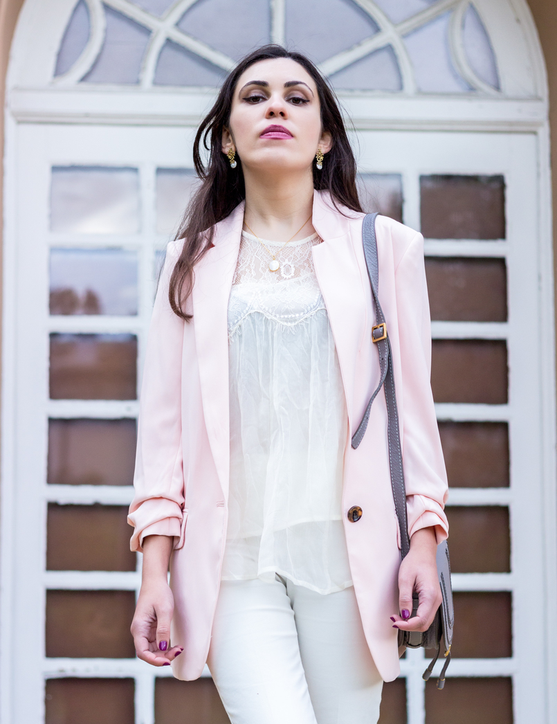 Le Fashionaire Are nudes the new black? nude mango lace oversized blouse mother pearl gold cinco necklace white zara trousers oversized pale pink hm blazer gold pearl twigs earrings 0808 EN 805x1046