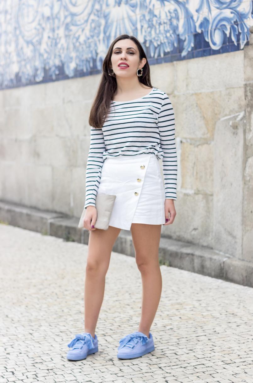 Le Fashionaire Como criar um look chic com sapatilhas sapatilhas puma suede heart fitas veludo lavanda clutch pele bege sfera 0594 PT 805x1214