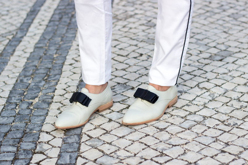 Le Fashionaire Pequenas vitórias sapatos brancos pele laco preto eureka 9885 PT 805x537