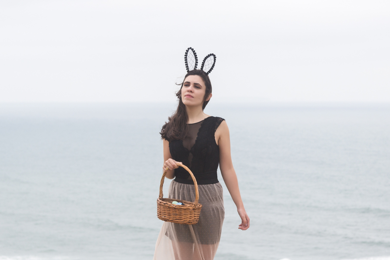 Le Fashionaire Happy easter sea blogger catarine martins maxi transparent lace pale pink black zara skirt black lace body hm rabbit ears black lace asos easter eggs basket 9744 EN 805x537