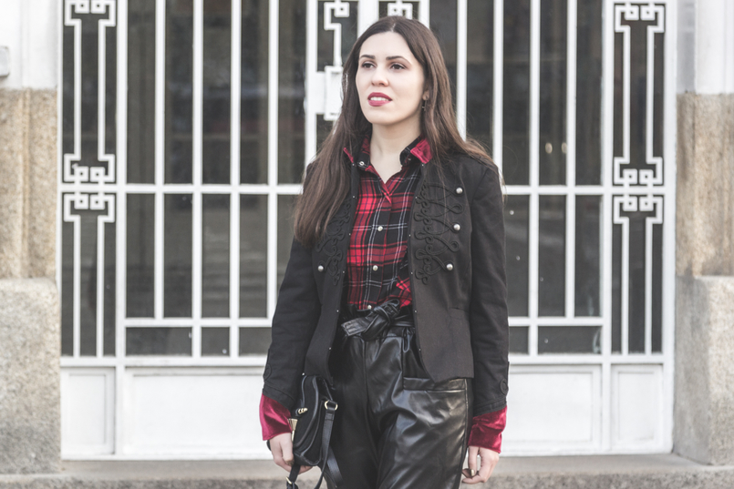 Le Fashionaire Surround yourself with people who make you better tartan red black zara shirt military black velvet red details stradivarius 1947 EN 805x537