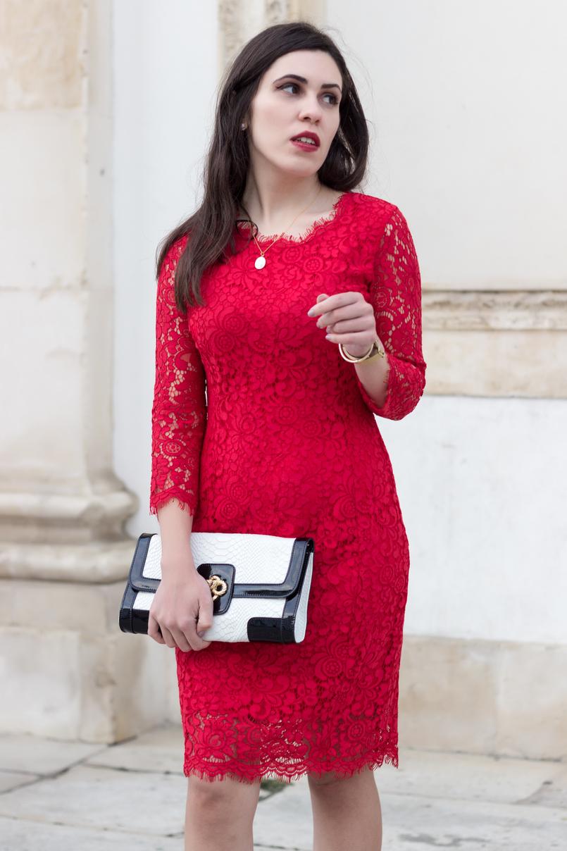 Le Fashionaire Fala me de amor vestido vermelho midi renda hm clutch preta branca pele serpente colar dourado madre perola prata cinco 0021 PT 805x1208