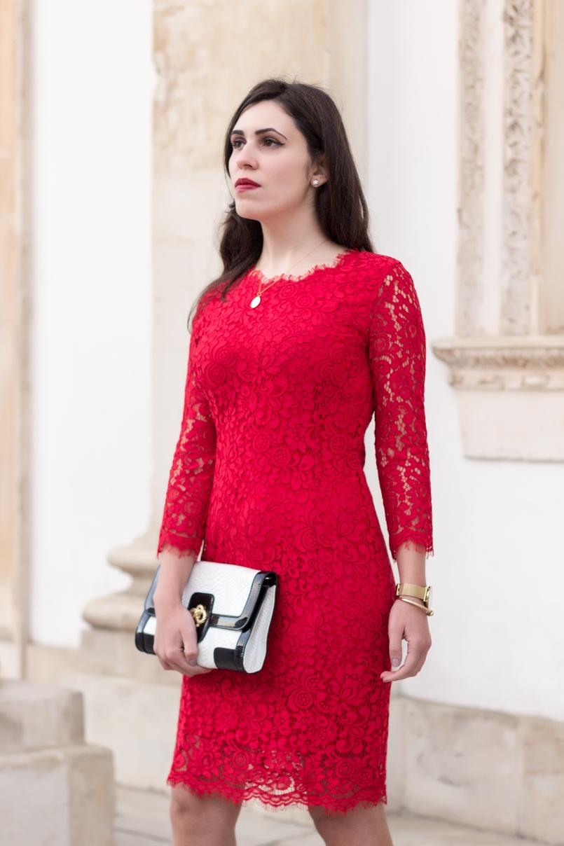 Le Fashionaire Fala me de amor vestido vermelho midi renda hm clutch preta branca pele serpente colar dourado madre perola prata cinco 0106 PT 805x1208