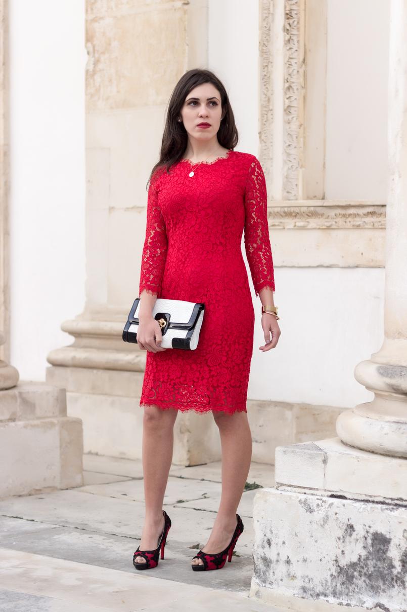 Le Fashionaire Fala me de amor vestido vermelho midi renda hm sapatos vermelhos pretos christian louboutin bordados clutch preta branca pele serpente 0101 PT 805x1208