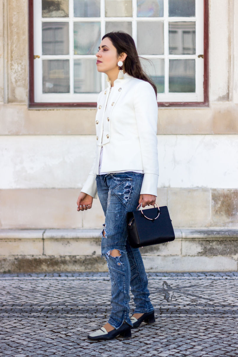 Le Fashionaire Old School white military gold buttons zara new collection jacket ripped denim jeans bershka black white vintage shoes black gold hoop zara bag 2663 EN 805x1208