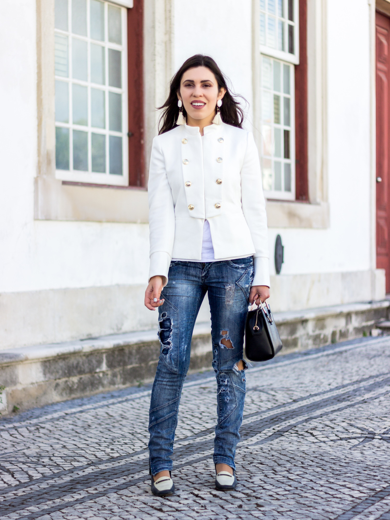 Le Fashionaire Old School white military gold buttons zara new collection jacket ripped denim jeans bershka black white vintage shoes black gold hoop zara bag 2670 EN 805x1072