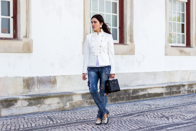 Le Fashionaire Old School white military gold buttons zara new collection jacket ripped denim jeans bershka black white vintage shoes black gold hoop zara bag 2677 EN 805x537