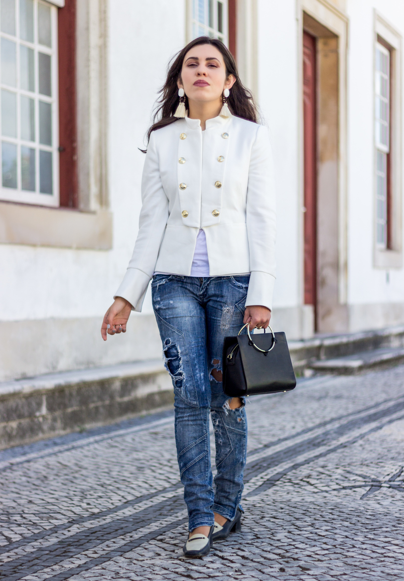 Le Fashionaire Old School white military gold buttons zara new collection jacket ripped denim jeans bershka black white vintage shoes black gold hoop zara bag 2681 EN 805x1157