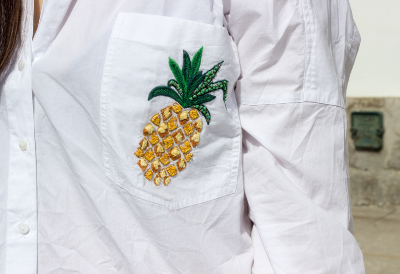 Le Fashionaire Tropical Vibes white oversized zara shirt pineapple pocket 0423 EN 805x552