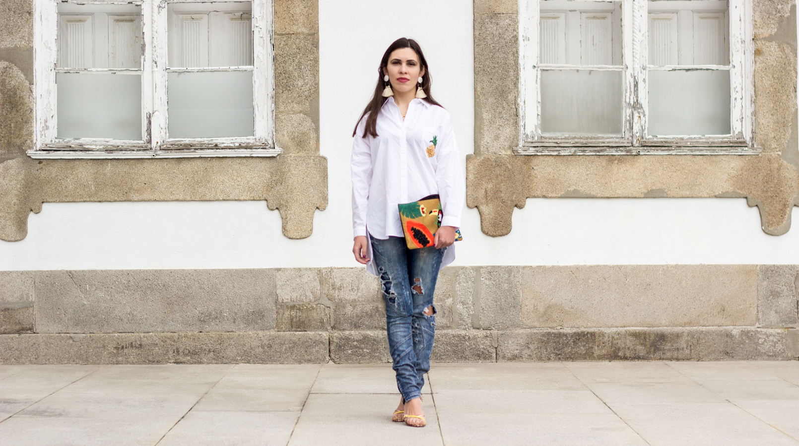 Le Fashionaire Tropical Vibes white oversized zara shirt pineapple pocket denim bershka ripped jeans papaya toucan tropical leather mango clutch 0386F EN