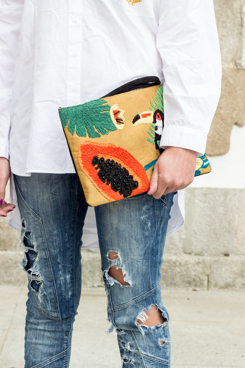 Le Fashionaire Tropical Vibes white oversized zara shirt pineapple pocket denim bershka ripped jeans papaya toucan tropical leather mango clutch 0394 EN 805x1208