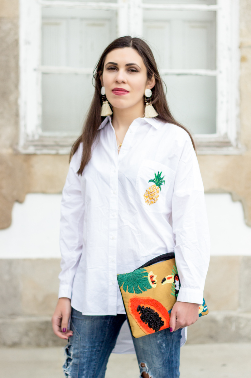 Le Fashionaire Tropical Vibes white oversized zara shirt pineapple pocket papaya toucan tropical leather mango clutch white bold brown fringes mango earrings 0381 EN1 805x1208