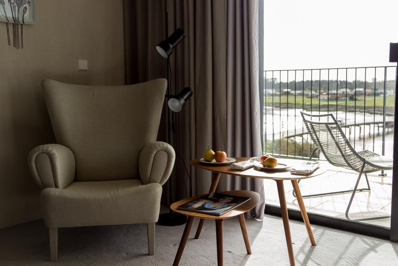 Le Fashionaire The charming Vista Alegre Hotel Sofa table balcony room hotel montebelo vista alegre 6753 EN 805x537