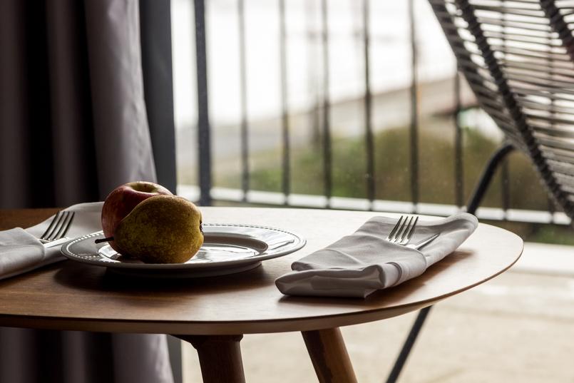Le Fashionaire The charming Vista Alegre Hotel Table maca pear room hotel montebelo vista alegre 6756 EN 805x537