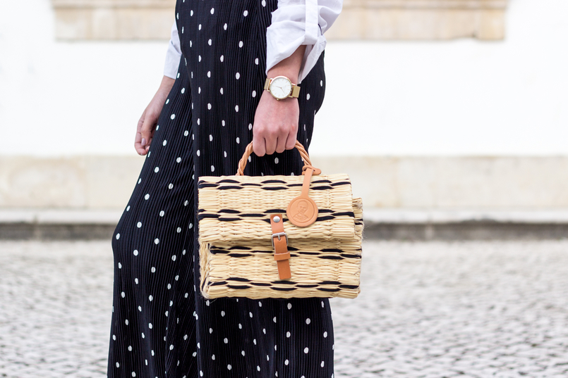Le Fashionaire Wear confidence black flare oversized polka dots white zara trousers toino abel straw basket bag black brown buckle gold rosefield watches watch 9955 EN 805x537