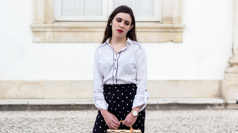Le Fashionaire Wear confidence black flare oversized polka dots white zara trousers white bershka shirt dirk blue gold rosefield watches watch cloud white earrings sfera 9969F EN 805x450