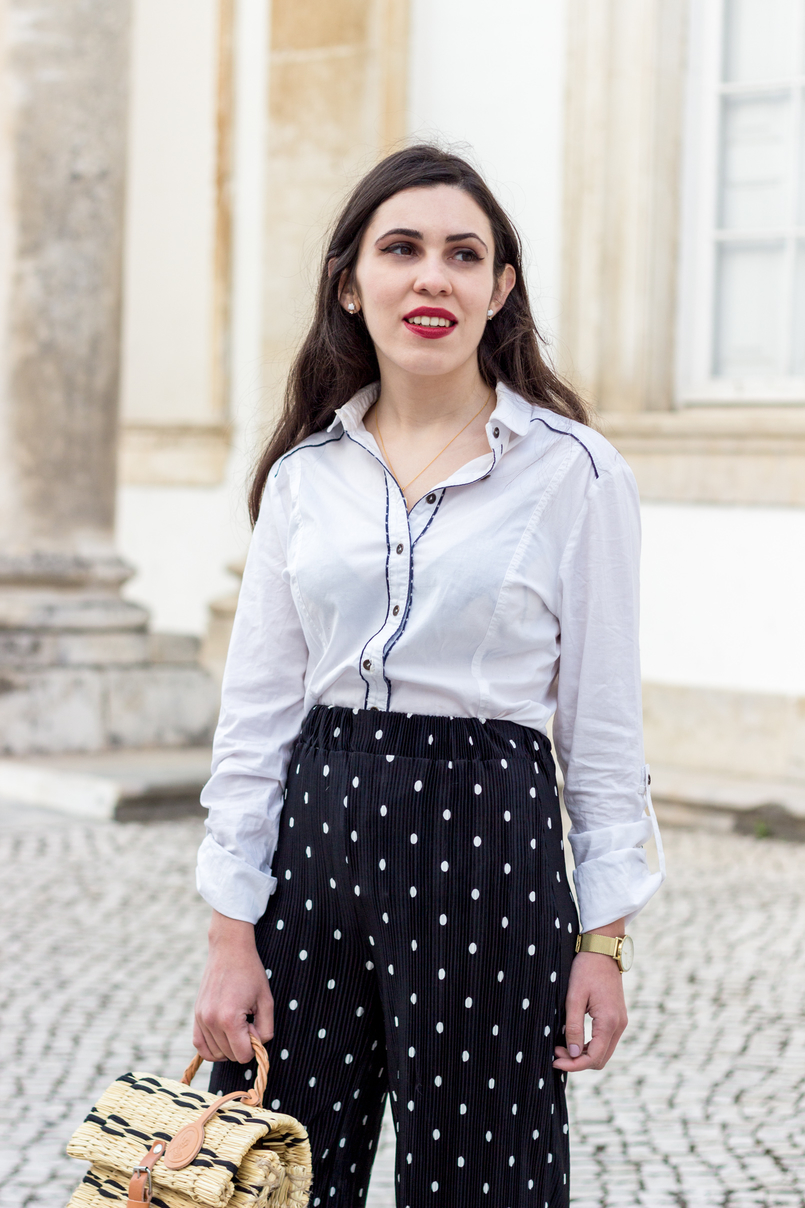 Le Fashionaire Wear confidence black flare oversized polka dots white zara trousers white bershka shirt dirk blue gold rosefield watches watch cloud white earrings sfera 9992 EN 805x1208