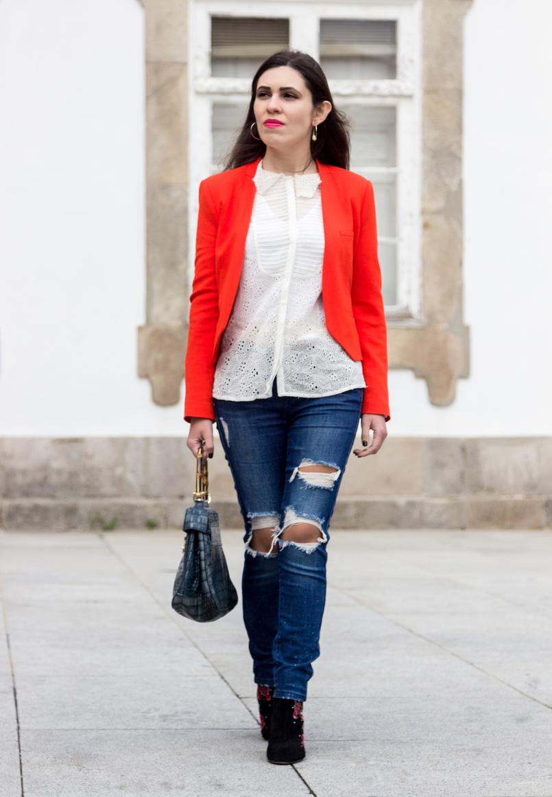 Le Fashionaire Como usar o blazer laranja blazer laranja corte estruturado zara camisa bordada branca zara brincos argolas perola dourado branco hm 7264 PT 805x1161