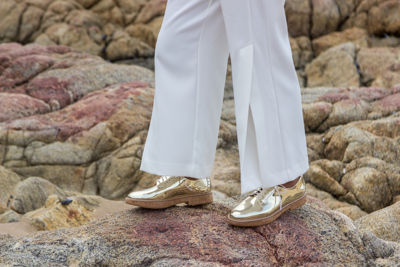 Le Fashionaire Under the skin blogger catarine martins fashion inspiration white cullotes splits gold front buttons zara gold oxford mango shoes 7519 EN 805x537