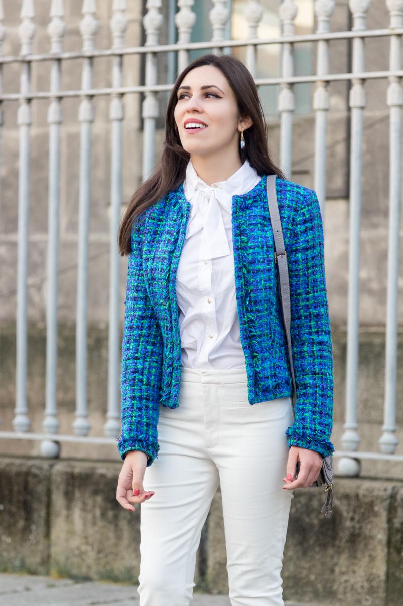 Le Fashionaire Influenciadores: liberdade ou manipulação? blogueira catarine martins moda inspiracao casaco tweed azul verde globe calcas brancas zara camisa branca laco vitoriana hm 8295 PT 805x1208