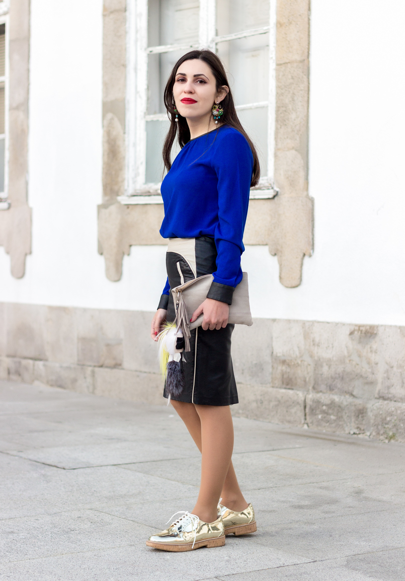 Le Fashionaire How to style gold shoes blue blouse black fists zara pencil leather black white zara skirt gold mango oxford shoes flowers big bold old earrings 8624 EN 805x1154