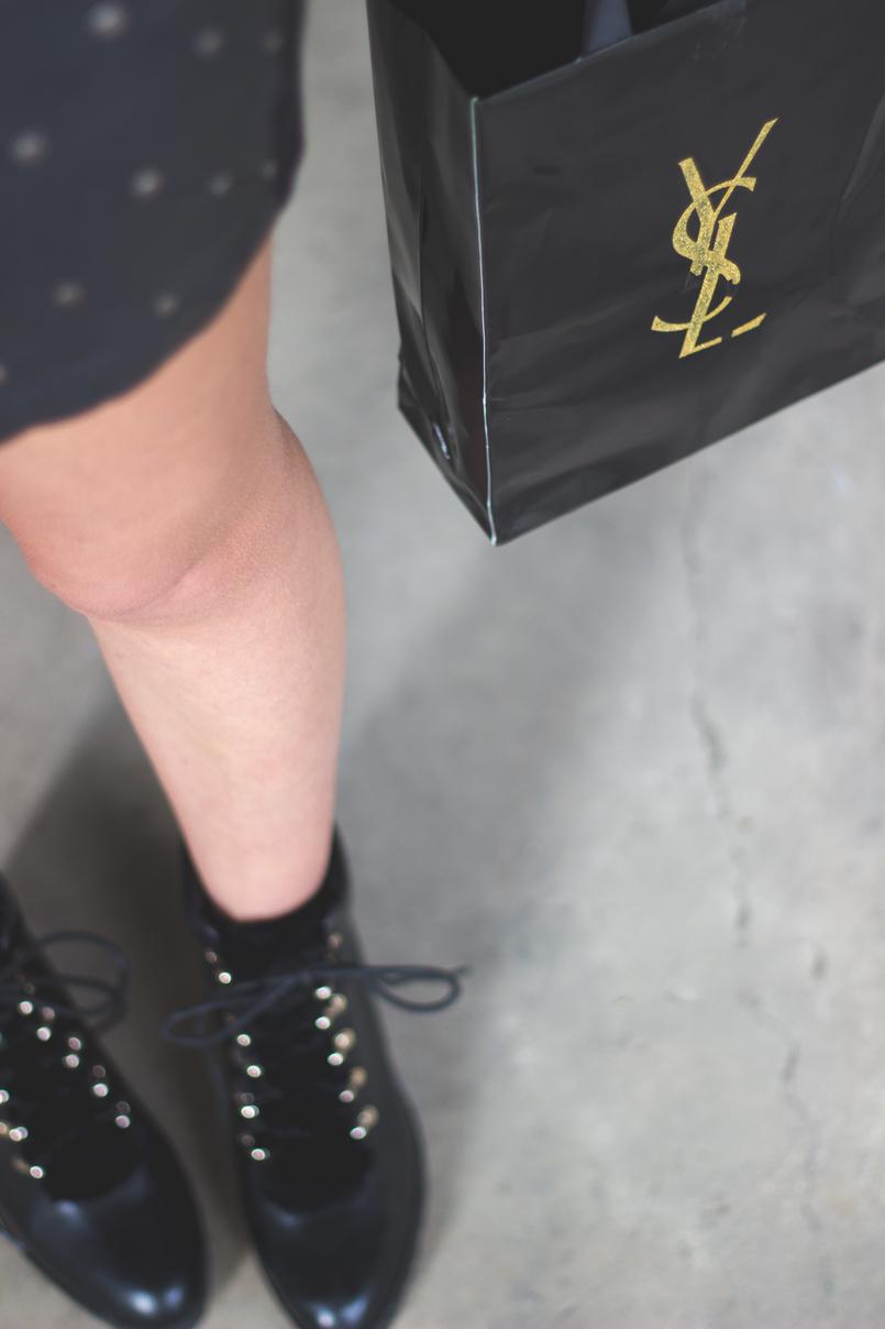Le Fashionaire Debaixo de olho com a Yves Saint Laurent botas pelo estilo militar stradivarius saco compras dourado ysl preto 6995 PT 805x1208