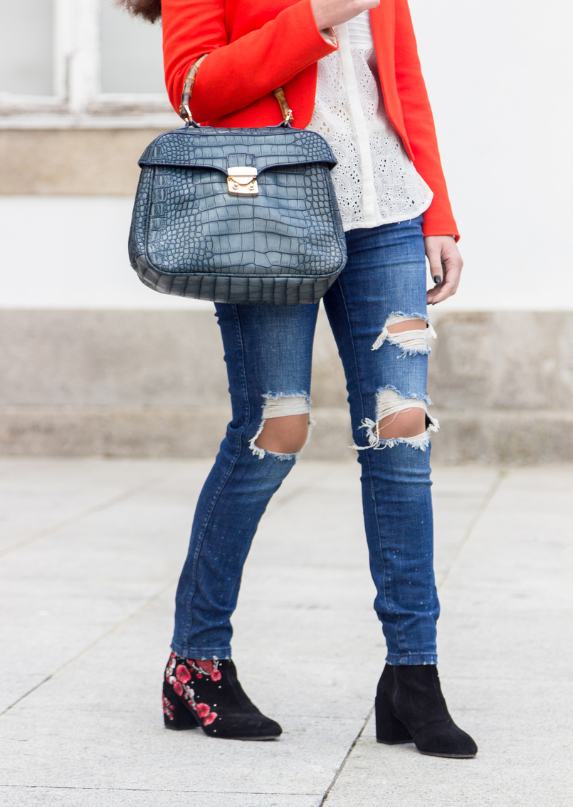 Le Fashionaire How to wear an orange blazer denim ripped zara jeans black red embroidered flowers leather stradivarius ankle boots croco blue bamboo lanidor bag 7268 EN 805x1133