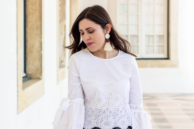 Le Fashionaire On trend: bell sleeves english embroidered flare sleeves bow zara tassels bold brown mango trendy earrings white black 2780 EN 805x537