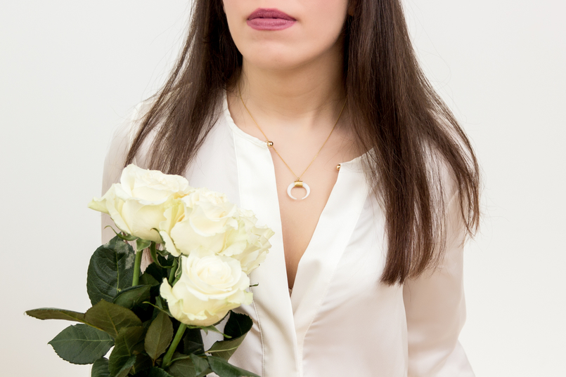 Le Fashionaire Cinco: the jewelry brand you need to know fashion inspiration half moon white gold colivia white zara silk shirt white rose cinco necklace 1347 EN 805x537