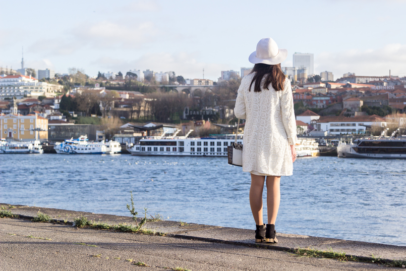 Le Fashionaire Is Karma real? fashion inspiration white hm hat gold detail white oversized zara dress spring white embroidered zara coat 8246 EN 805x537