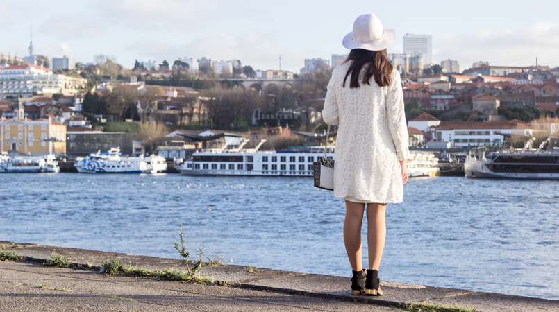Le Fashionaire Is Karma real? fashion inspiration white hm hat gold detail white oversized zara dress spring white embroidered zara coat 8246F EN 805x450