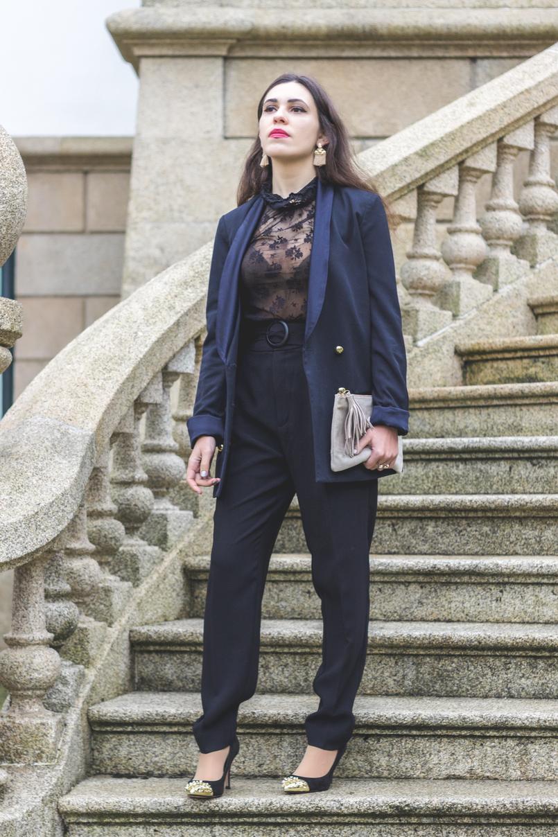 Le Fashionaire It's urgent to love lace transparent black mango blouse paper bag black mango belted trousers black heels spikes gold pointed zara tassels gold hm earrings 7864 EN 805x1208