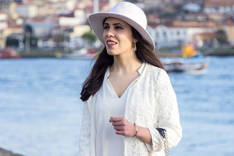 Le Fashionaire Isso do karma é real? moda inspiracao chapeu branco detalhe dourado hm vestido branco largo zara brincos beges cristal swarovski 8196 PT 805x537