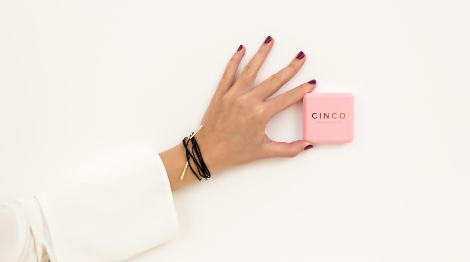 Le Fashionaire Cinco: a marca de jóias do momento moda inspiracao choker pele preta prata dourada agnes colar cinco 1357F PT