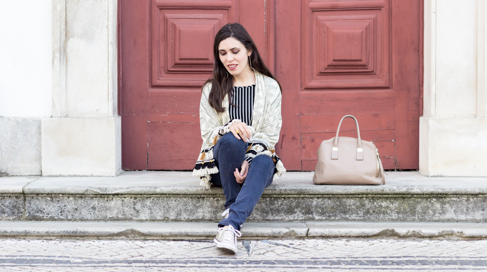 Le Fashionaire How All Star changed my life nude dark blue tassels printed zara kimono silver coins dark blue jeans bershka gold converse all star sneakers 9781F EN