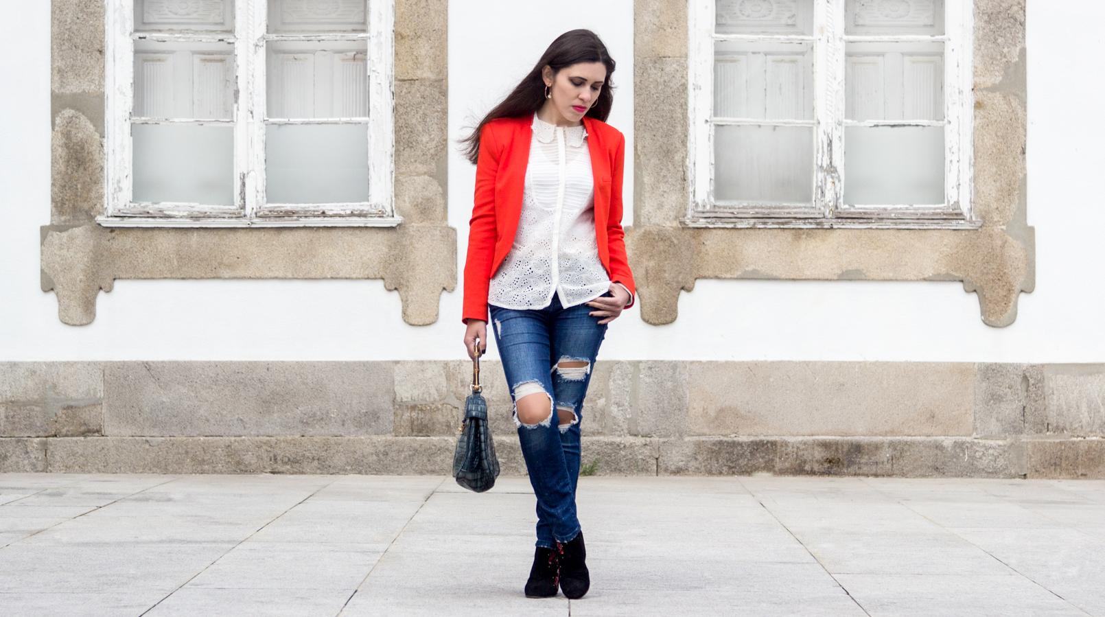 Le Fashionaire How to wear an orange blazer orange zara structured blazer denim ripped zara jeans embroidered white zara shirt 7253F EN