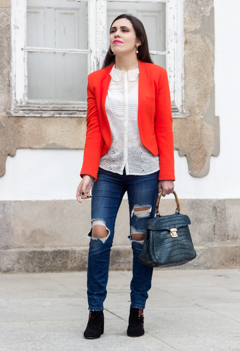 Le Fashionaire How to wear an orange blazer orange zara structured blazer embroidered white zara shirt croco blue bamboo lanidor bag gold hoop hm earrings 7233 EN 805x1178