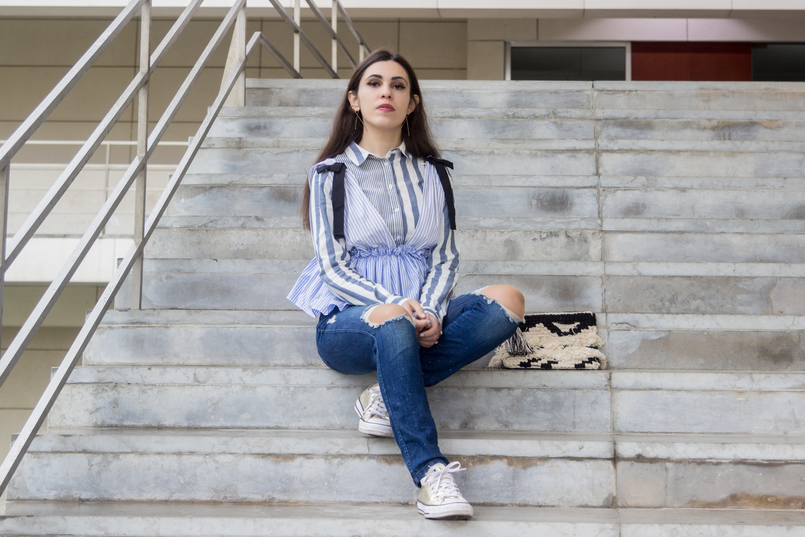 Le Fashionaire Delete those who don't risk anything for you pale blue white stripes asos shirt gold converse all stars black white craft sfera clutch gold long hm earrings 7696 EN 805x537