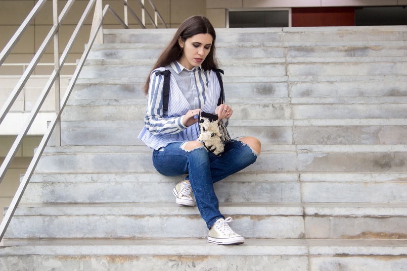 Le Fashionaire Delete those who don't risk anything for you pale blue white stripes asos shirt gold converse all stars black white craft sfera clutch gold long hm earrings 7707 EN 805x537