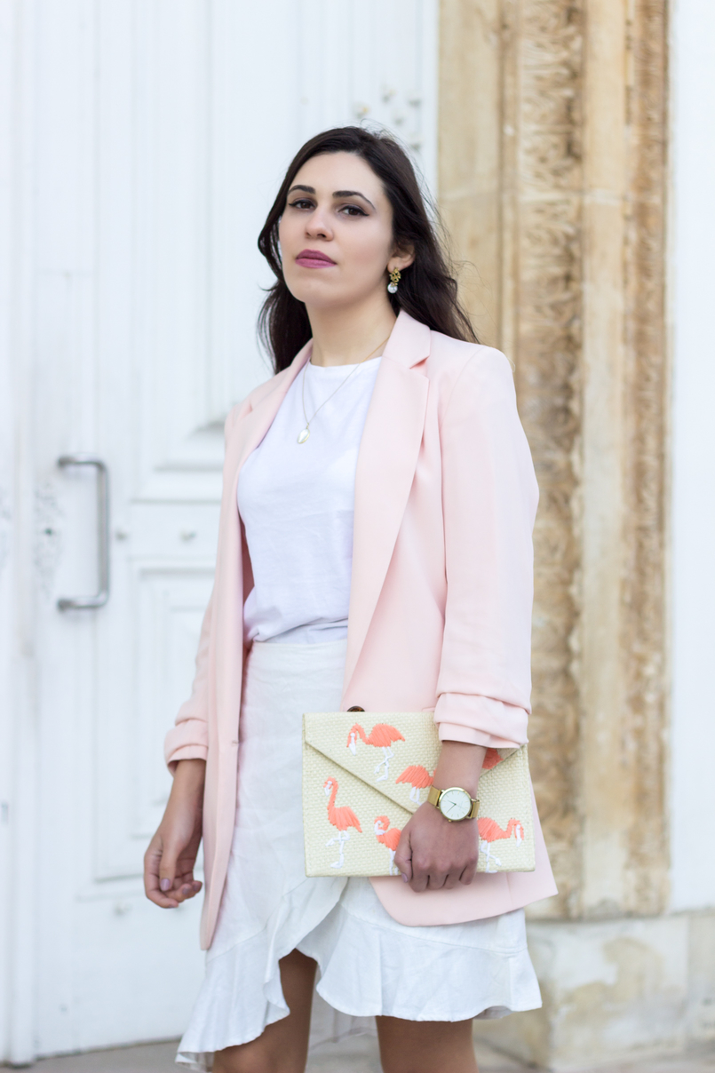 Le Fashionaire The flamingo's clutch pale pink oversized hm blazer straw flamingos pink mango clutch silver gold cinco mother pearl necklace white gold pearl earrings 2066 EN 805x1208