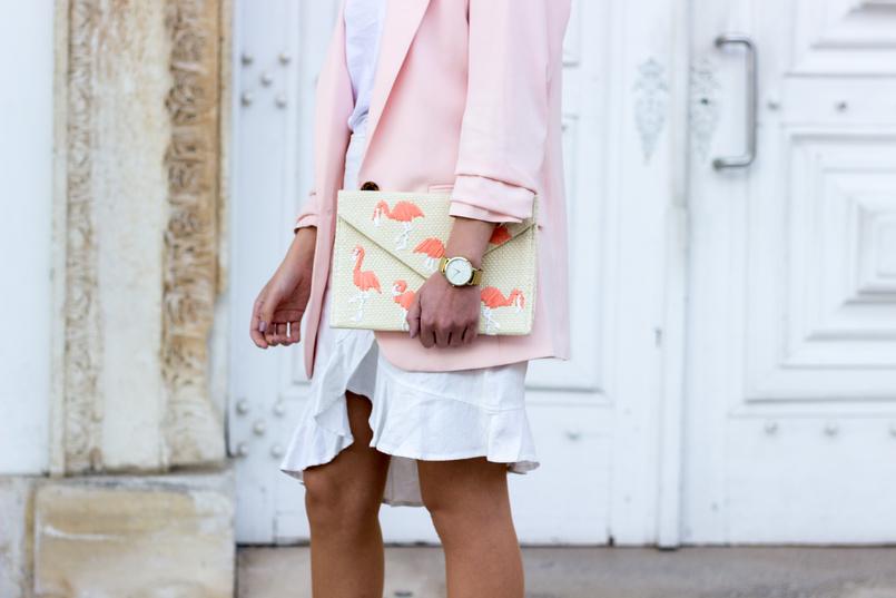 Le Fashionaire The flamingo's clutch ruffles white americo tavar skirt pale pink oversized hm blazer straw flamingos pink mango clutch 2061 EN 805x537