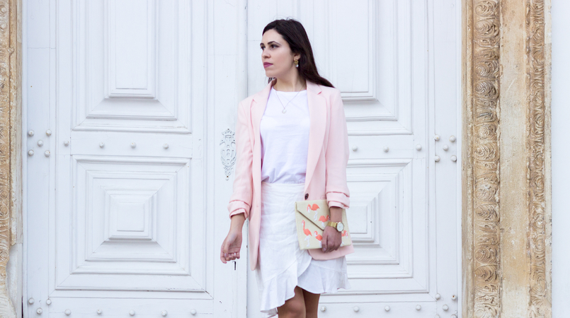 Le Fashionaire The flamingo's clutch ruffles white americo tavar skirt white zara tee straw flamingos pink mango clutch silver gold cinco mother pearl necklace white gold pearl earrings 2068F EN 805x450