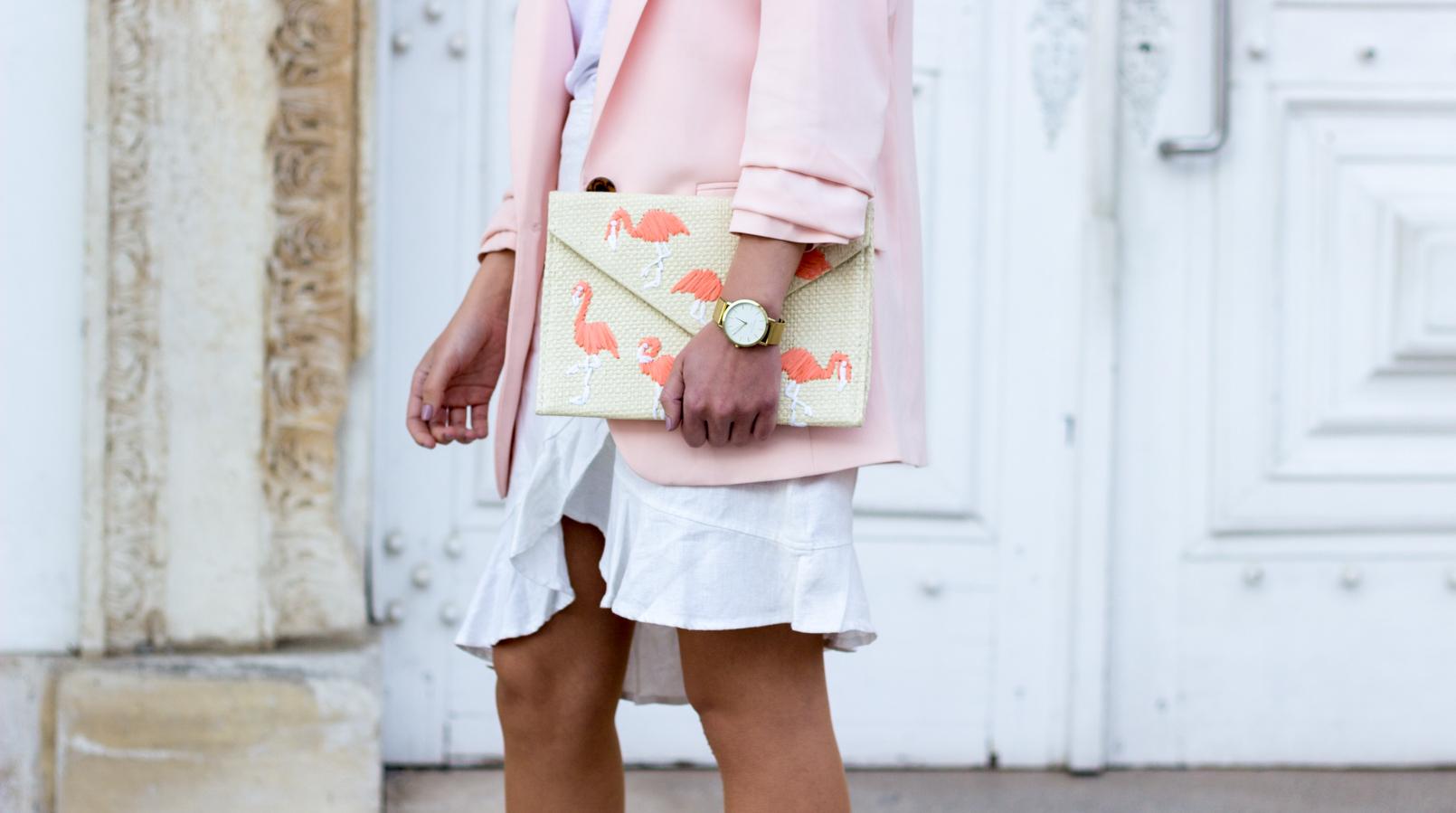 Le Fashionaire A clutch com flamingos saia branca folhos americo tavar blazer rosa bebe largo hm clutch palha flamingos rosa mango 2061F PT