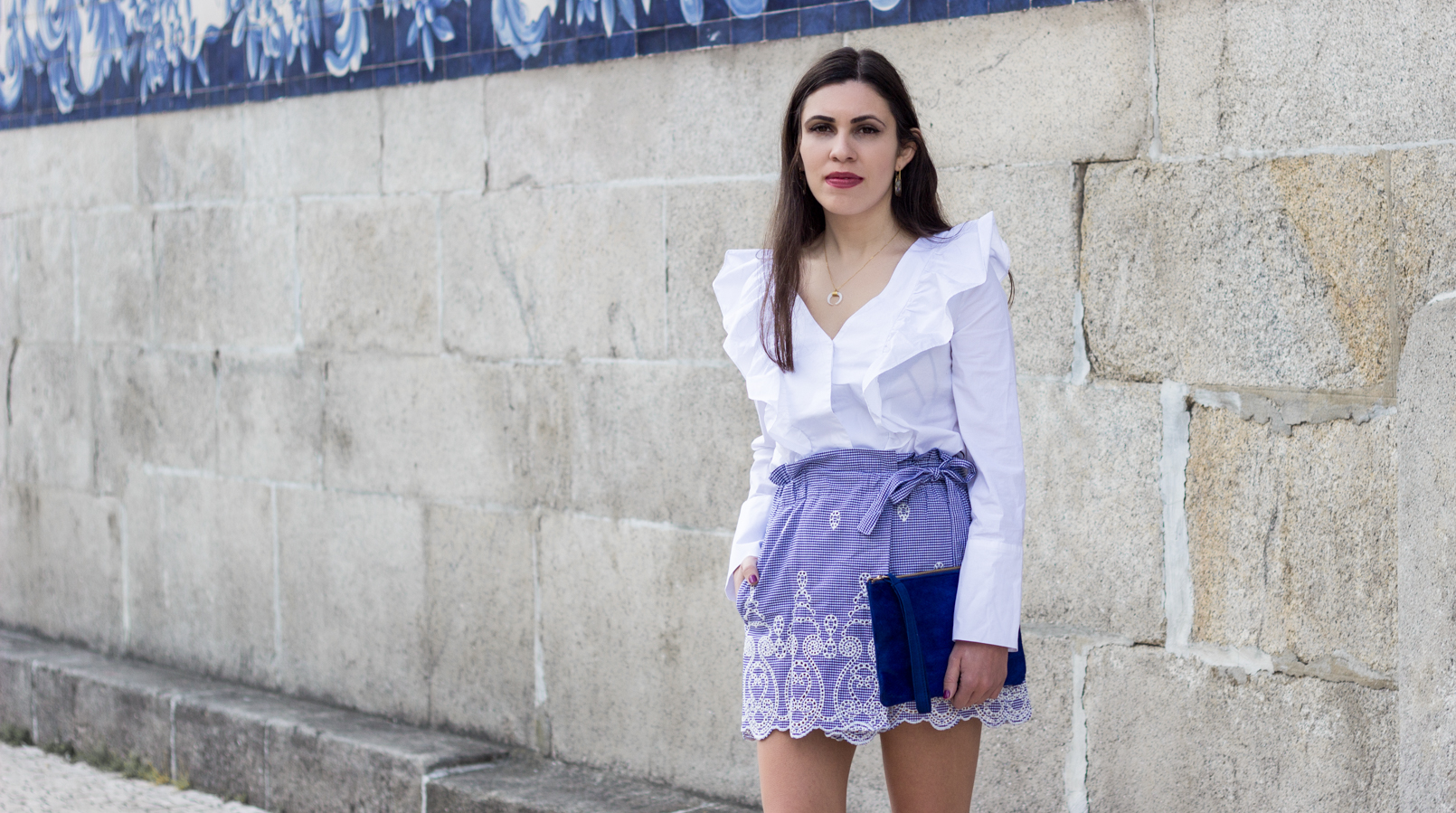 Le Fashionaire Those who inspire us without knowing it skorts vichy gingham zara blue white ruffles shirt white mango half moon white gold silver cinco necklace leather majorelle blue sfera clutch 0469F EN