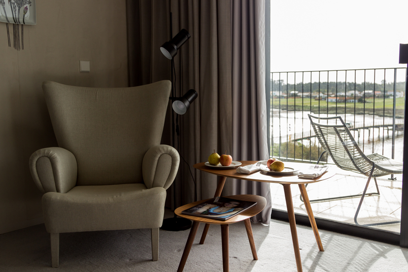 Le Fashionaire O Hotel de charme da Vista Alegre sofa mesa varanda quarto hotel montebelo vista alegre 6753 PT 805x537