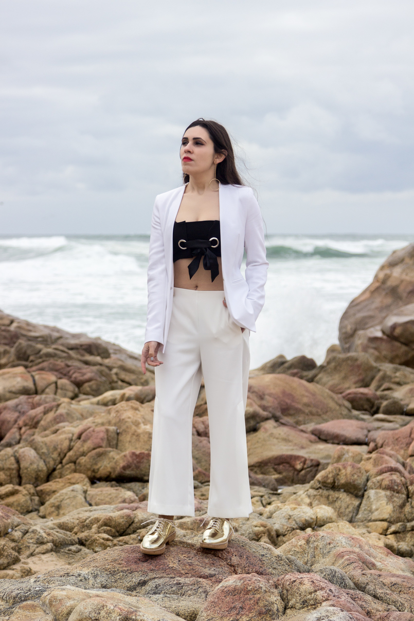 Le Fashionaire Under the skin white zara blazer black mini top bow stradivarius white cullotes splits gold front buttons zara gold oxford mango shoes 7507 EN 805x1208