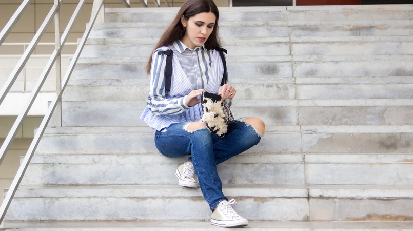 Le Fashionaire Delete those who don't risk anything for you zara black bow white blue stripes top gold converse all stars black white craft sfera clutch gold long hm earrings 7707F EN 805x450